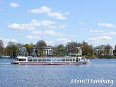 外アルスター湖と遊覧船