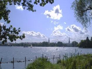 外アルスター湖の夏の風景