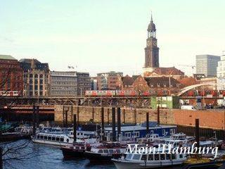 ハンブルク港とミヒャエル教会の尖塔