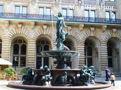 市庁舎中庭の噴水