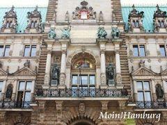 市庁舎正面のバルコニー